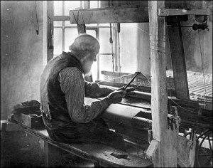 hand loom weaver